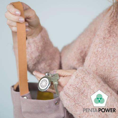 Penta Power Pendant als sleutelhanger gebruikt